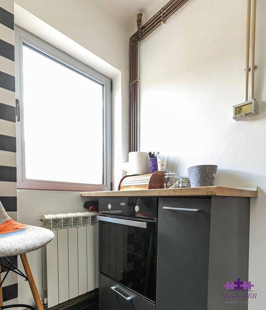 Mobilier de bucătărie realizat din MDF vopsit